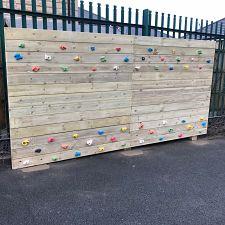 Timber Traverse Wall